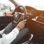 Fahrlehrer Auto Schüler am Steuer