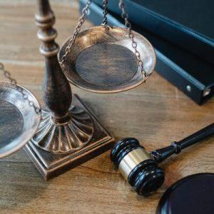 Rechtsanwalt Hammer und Waage Stellenangebot als Anwalt im Homeoffice Job